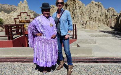 A Cholita and Suewherewhywhat pose for a photo, Bolivia